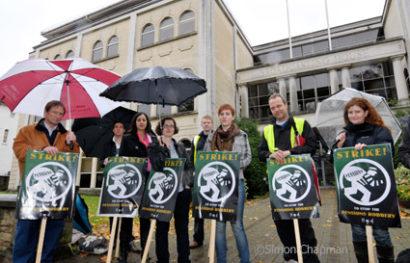BBC staff on the picket line at BBC Bristol, Whiteladies Road; 05 November 2010. (Photo © Simon Chapman)