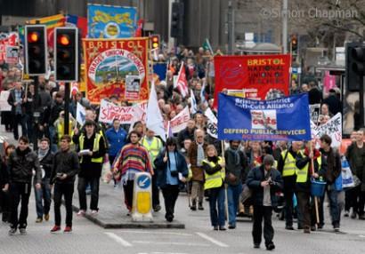 Marchers pass through the centre of Bristol. (Photo © Simon Chapman)